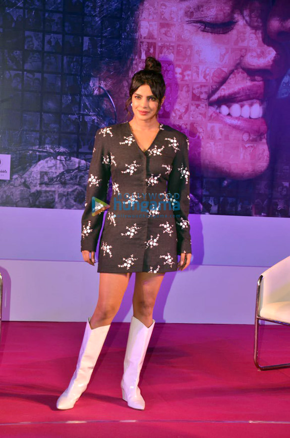 Photos Priyanka Chopra Jonas and Farhan Akhtar snapped promoting their film The Sky Is Pink in Bandra (5)