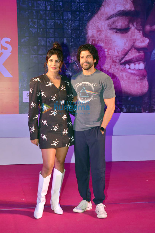 Photos Priyanka Chopra Jonas and Farhan Akhtar snapped promoting their film The Sky Is Pink in Bandra (6)