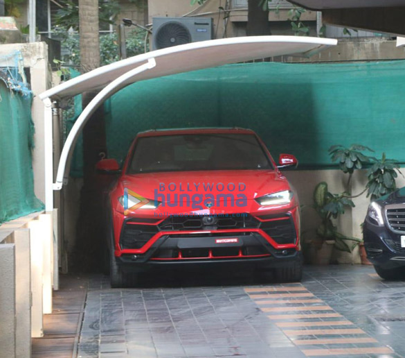 Photos Ranveer Singh snapped driving his new Lamborghini Urus (002)