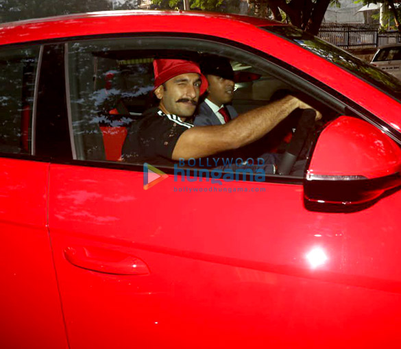 Photos Ranveer Singh snapped driving his new Lamborghini Urus-023 (1)