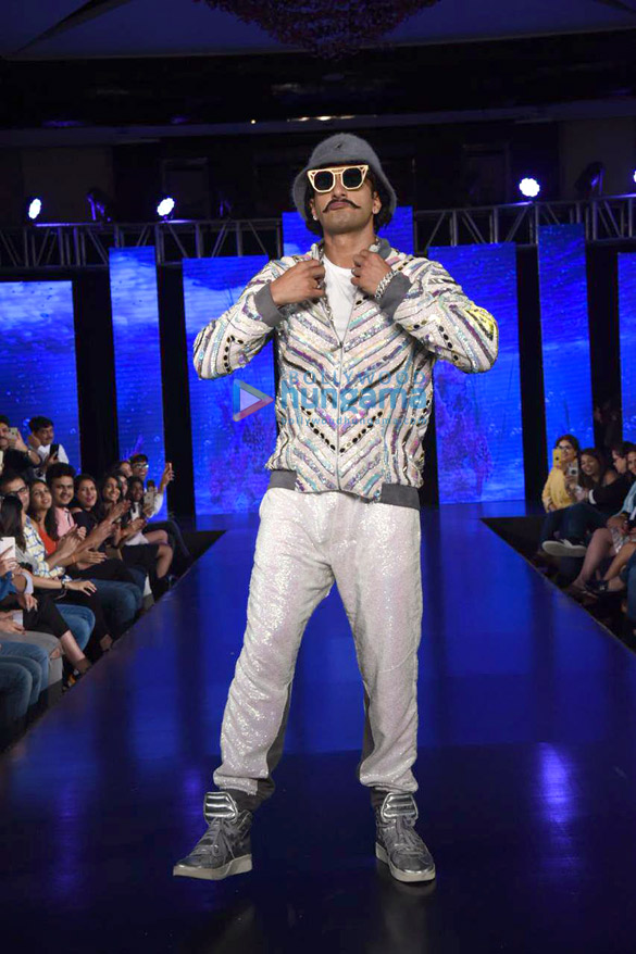 Photos Ranveer Singh walks the ramp for Simone Khambatta and Anantaa at The Wedding Junction (6)
