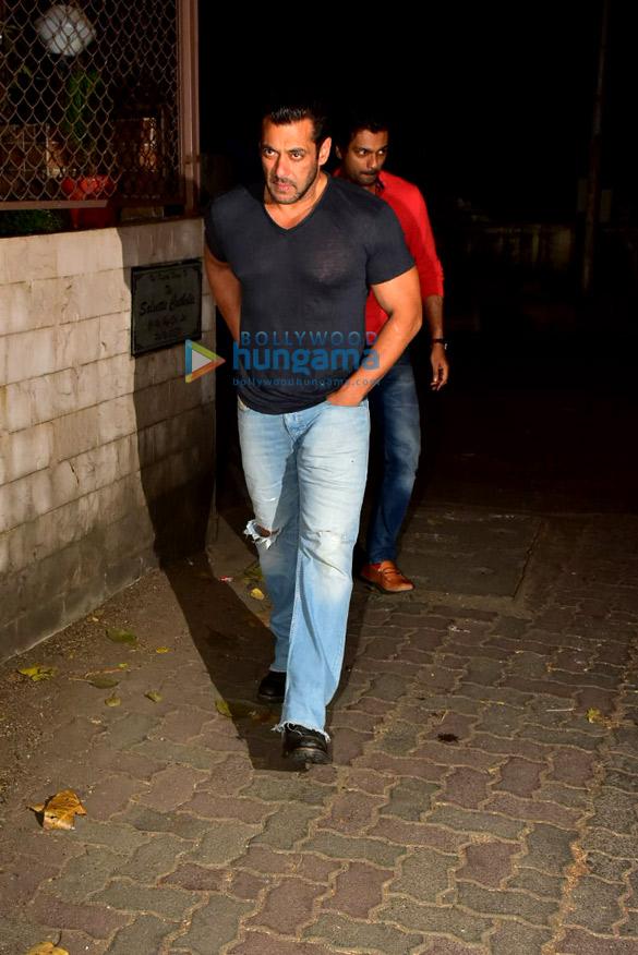 Photos Salman Khan spotted at a recording studio in Bandra (1)