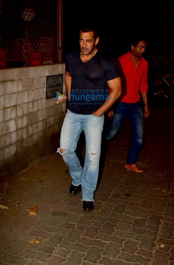 Photos Salman Khan spotted at a recording studio in Bandra (2)