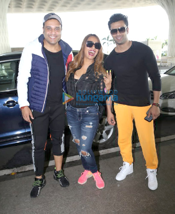 Photos Sonal Chauhan, Sonu Sood, Krishna Abhishek and Kashmira Shah snapped at the airport (1)