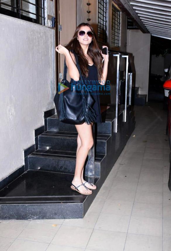 Photos Tara Sutaria spotted at the Matrix office in Bandra (1)