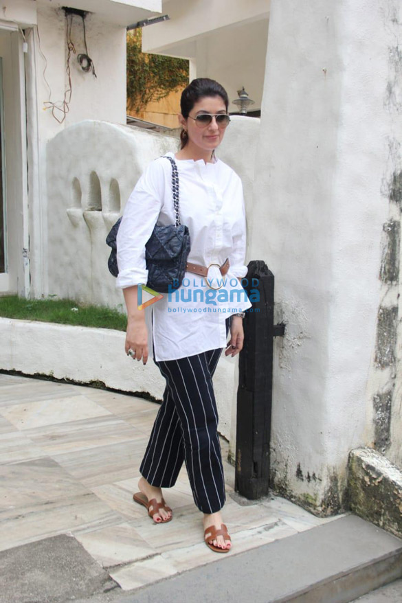 Photos Twinkle Khanna spotted in Bandra (3)