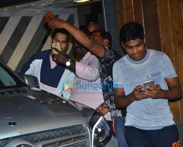Photos Varun Dhawan snapped at gym in Juhu (3)