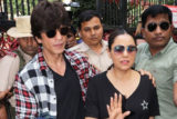 Shah Rukh Khan & Gauri Khan Spotted casting their VOTE in Bandra