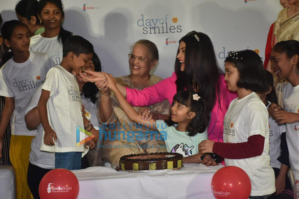 Photos Aishwarya Rai Bachchan and her daughter Aaradhya Bachchan snapped at the SRCC Hospital event-0121 (2)