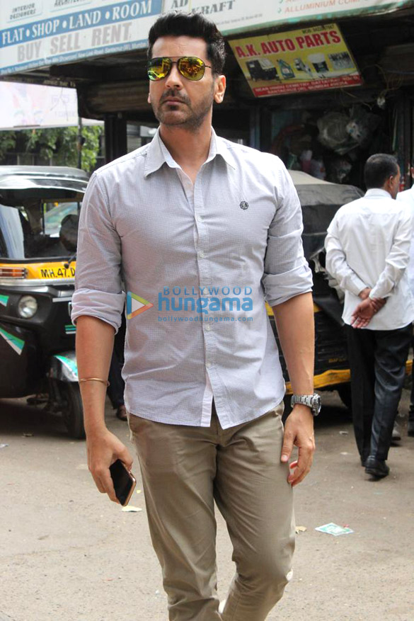Photos Celebs attend Champak Jain's funeral (3)