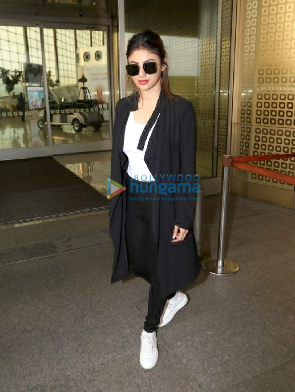Photos Hrithik Roshan, Mouni Roy and Vicky Kaushal snapped at the airport (6)