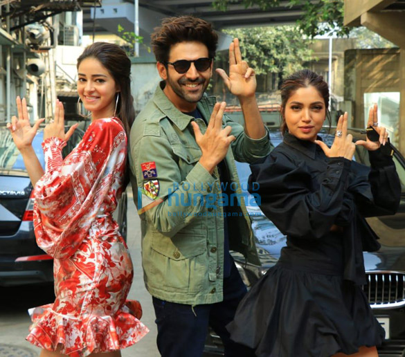 Photos Kartik Aaryan, Bhumi Pednekar and Ananya Panday snapped promoting their film Pati Patni Aur Woh at the Fever 104 FM office-01 (1