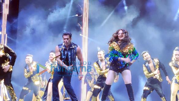 Photos Salman Khan, Sonakshi Sinha and others perform during Da-Bangg The Tour, Hyderabad (12)