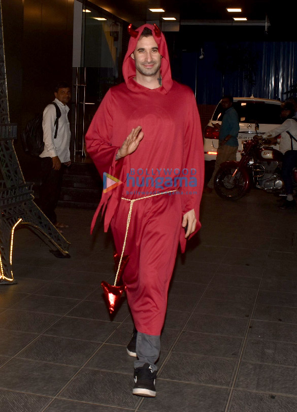 Photos Sunny Leone snapped with husband Daniel Weber dress for Halloween (2)
