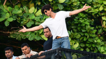 Happy Birthday Shah Rukh Khan: Actor greets fans with his signature pose outside Mannat