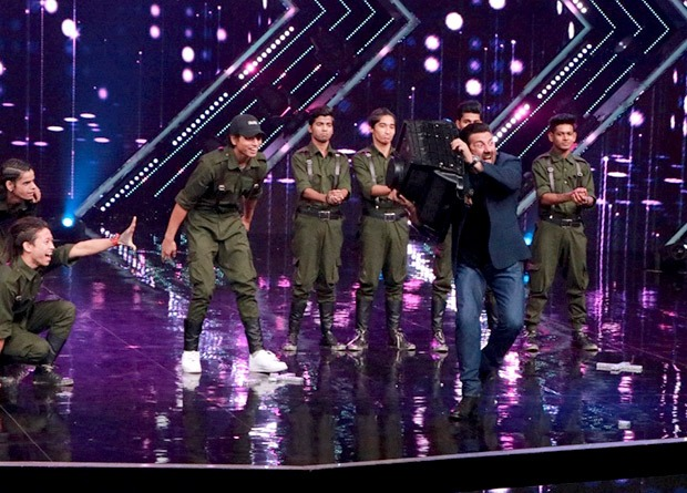 Border actors Sunny Deol and Suniel Shetty have a nostalgia filled reuion