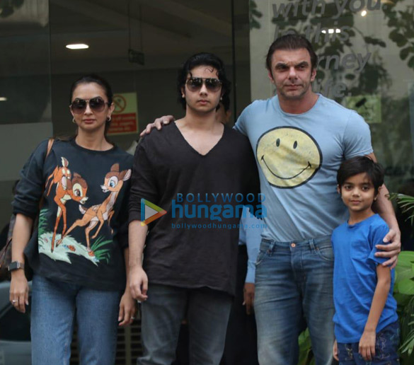 Photos Aayush Sharma, Helen and others spotted at Hinduja Hospital (2)