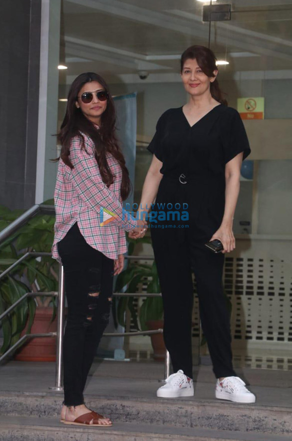 Photos Aayush Sharma, Helen and others spotted at Hinduja Hospital (3)
