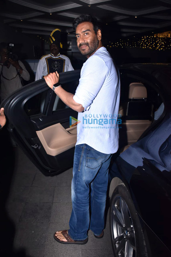 Photos Ajay Devgn snapped during Tanhaji – The Unsung Warrior promotions in Juhu (3)