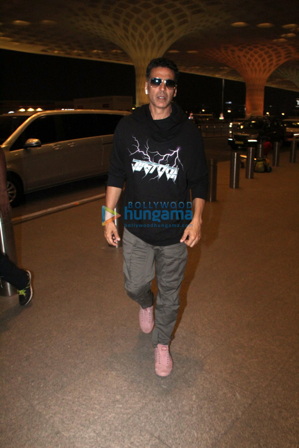 Photos Akshay Kumar, Sonakshi Sinha, Huma Qureshi and Aparshakti Khurana snapped at the airport (1)