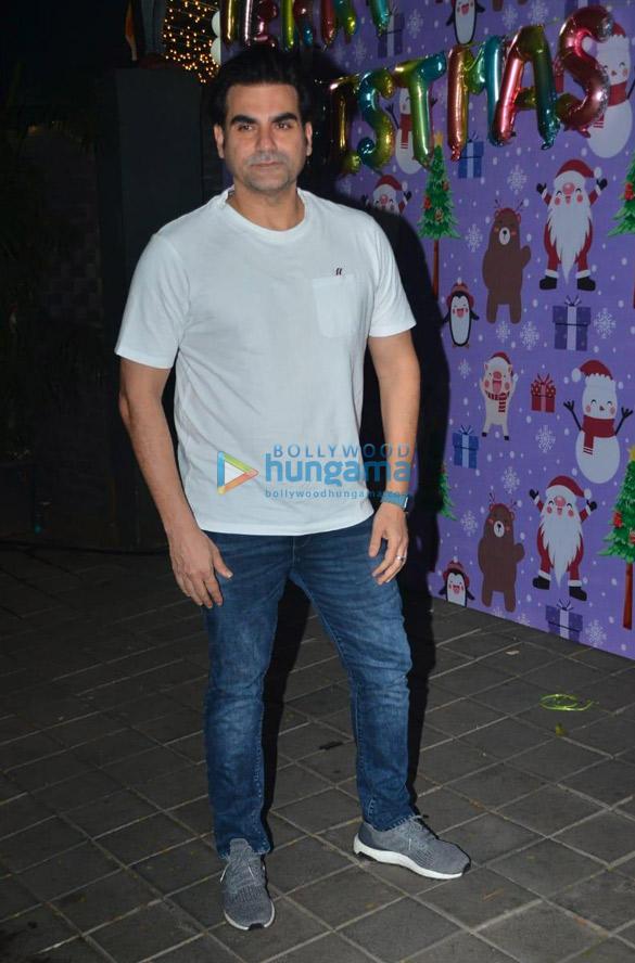 Photos Celebs snapped at Aayush Sharma and Arpita Khan's Christmas party (11)