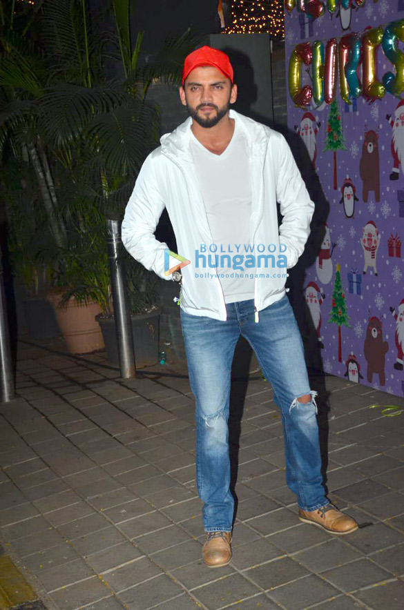 Photos Celebs snapped at Aayush Sharma and Arpita Khan's Christmas party3 (3)