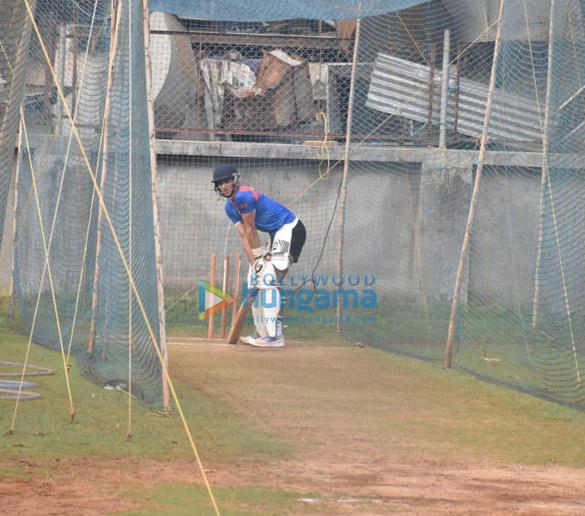 Photos Ibrahim Ali Khan snapped playing cricket (1)
