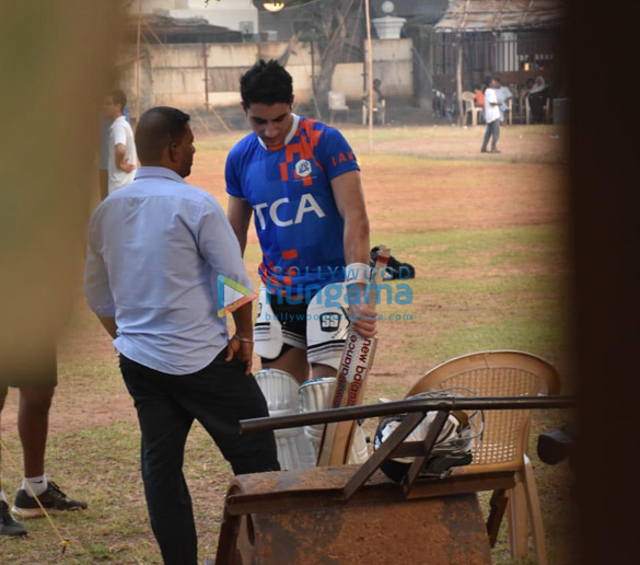Photos Ibrahim Ali Khan snapped playing cricket (3)