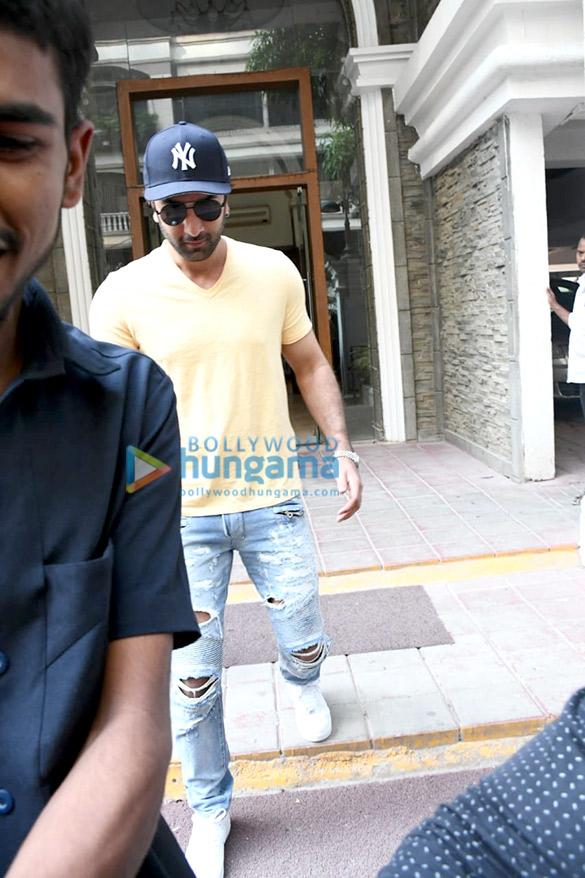Photos Ranbir Kapoor spotted at a clinic (1)