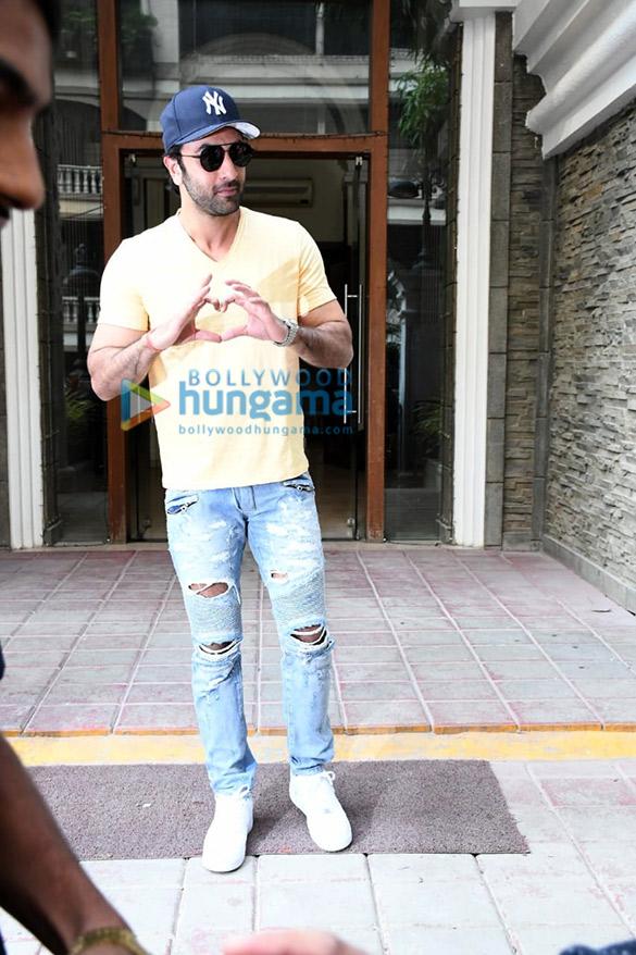 Photos Ranbir Kapoor spotted at a clinic (3)
