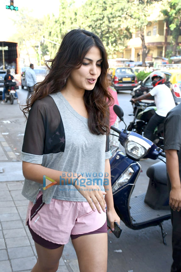 Photos Rhea Chakraborty spotted at Sequel in Bandra (2)