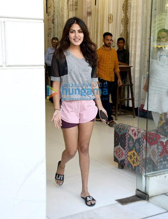 Photos Rhea Chakraborty spotted at Sequel in Bandra (4)