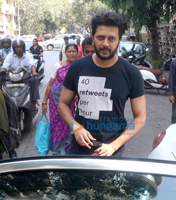 Photos Riteish Deshmukh and Genelia Dsouza spotted at the gym in Khar (4)