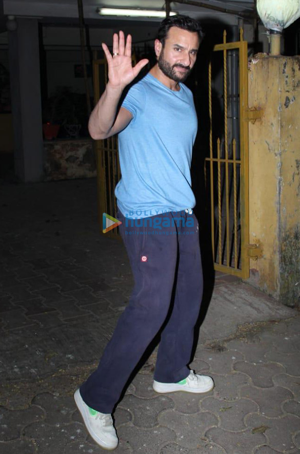 Photos Saif Ali Khan snapped at a dubbing studio in Bandra (2)