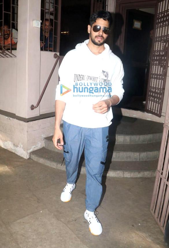 Photos: Sidharth Malhotra snapped at Shankar Mahadevan's studio