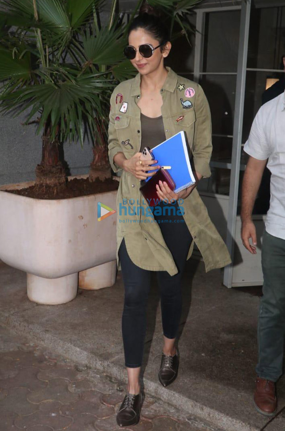 Photos Sooraj Pancholi and Rakul Preet Singh spotted at Sequel in Bandra (4)