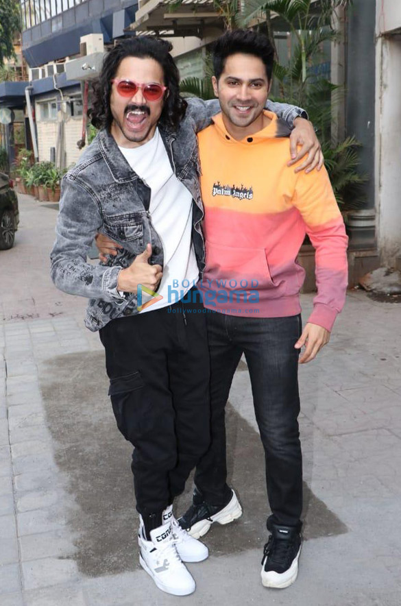 Photos Varun Dhawan and Bhuvan Bam snapped at Vice Global Tapas Bar in Juhu (2)