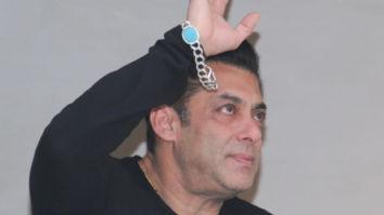 Salman Khan gets teary-eyed upon seeing massive crowd greeting him on his birthday