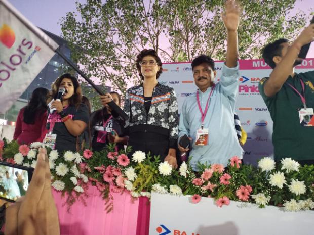 Tahira Kashyap shares her inspirational story with 11000 women at Pinkathon
