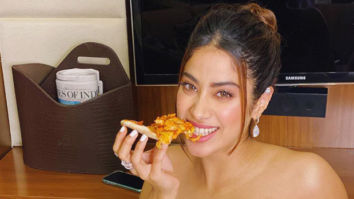 Janhvi Kapoor cheats her way to a pizza while shooting! See photo