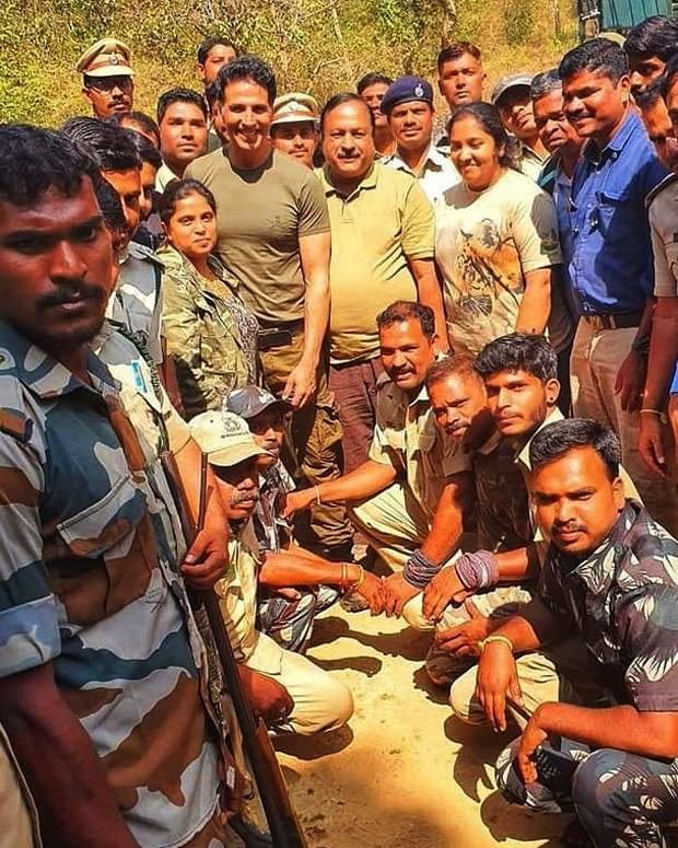 LEAKED PHOTOS: Fans greet Akshay Kumar as he shoots for Bear Grylls' Man vs Wild in Bandipur