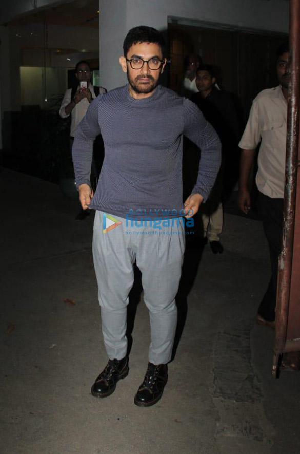 Photos Aamir Khan snapped in Juhu (4)