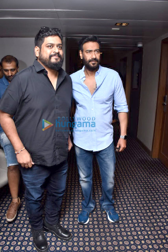 Photos Ajay Devgn and Om Raut snapped during Tanhaji – The Unsung Warrior promotions (2)