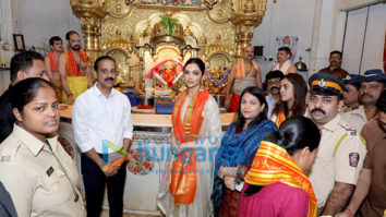 Photos: Deepika Padukone snapped at Siddhivinayak temple