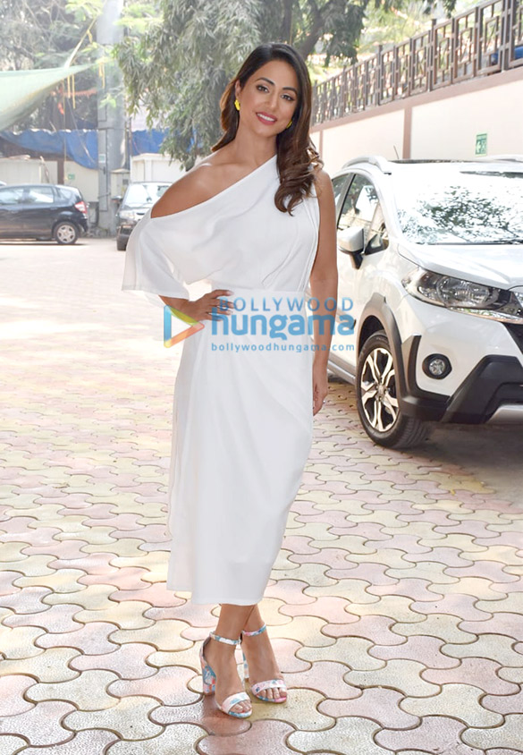 Photos Hina Khan spotted at Zee office in Andheri (1)