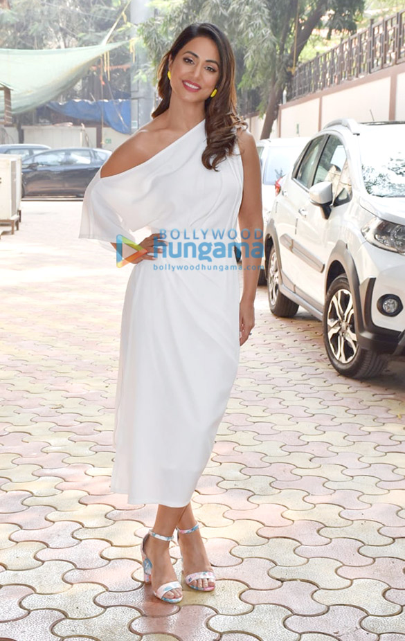 Photos Hina Khan spotted at Zee office in Andheri (4)