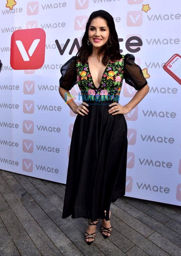 Photos Sunny Leone snapped at VMate's New Year campaign launch-0121 (2)