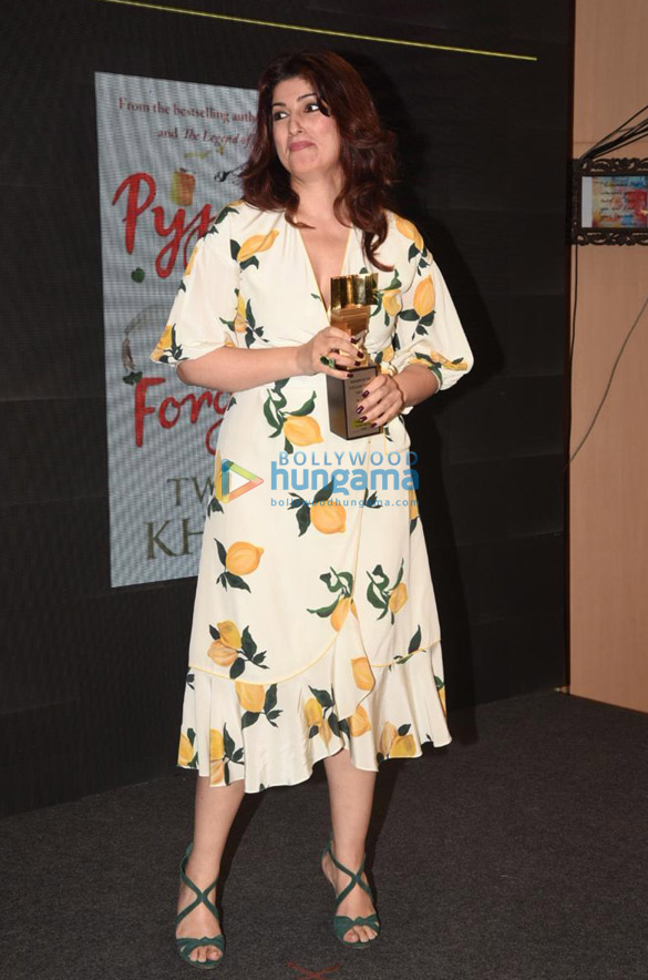 Photos Twinkle Khanna snapped at Crossword Book Awards 2020 at Crossword Bookstores-0121 (3)
