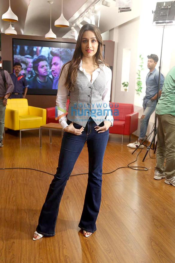 Photos Varun Dhawan and Shraddha Kapoor snapped promoting their film Street Dancer 3D at 98.3 FM Radio Mirchi office (5)
