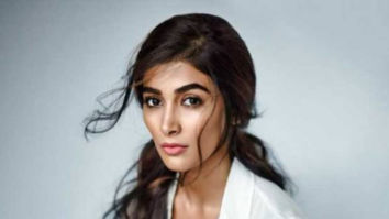 Pooja Hegde is overwhelmed upon seeing a super fan's gesture